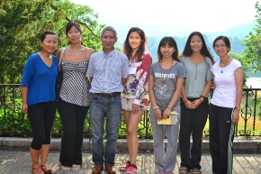 Students pose for photo with Buddhist scholar and retreat lecturer, Geshe Thupten Jinpa