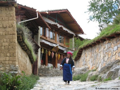 Woman wearing traditional Gyalthang dress in Gyalthang-Shanri La, Kham