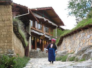Woman wearing traditional Gyalthang dress in Gyalthang-Shanri La, Kham